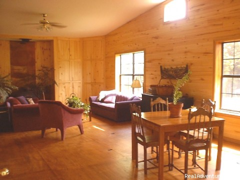 Great Room, Guest Lounge - East Texas Retreats, Reunions, & Group Getaways!