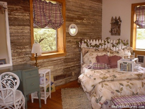 Plum Patch Guest Room - East Texas Retreats, Reunions, & Group Getaways!