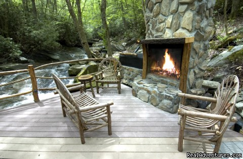 Creekside outdoor fireplace (Slippery Rock) - Creekside luxury log cabins in the Smokies