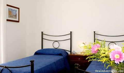 Double room with private bath Cesare (#4 of 6) - Giornate Romane Bed and Breakfast