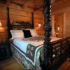 Hidden Falls Cabin-romantic and Secluded Bedroom