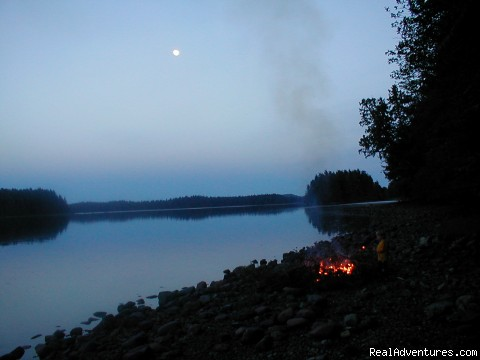 Beach fire under the moon - Comfortable 2 B.R. Log Cabin with private beach