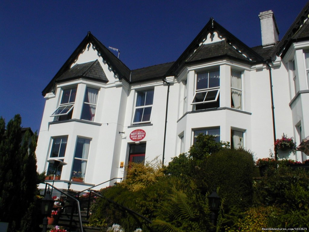 Bryn Bella offers relaxing and comfortable bed and breakfast accommodation overlooking the village of Betws-y-Coed in the Snowdonia National Park, North Wales. A selection of both Double King Size and Twin bedded rooms, all ensuite