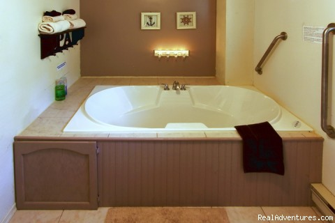 Figure 8 Air Massage Tub In 5 Cabin (#6 of 22) - By d'Bay,Next to Terra Nova Nat Park & Golf Course