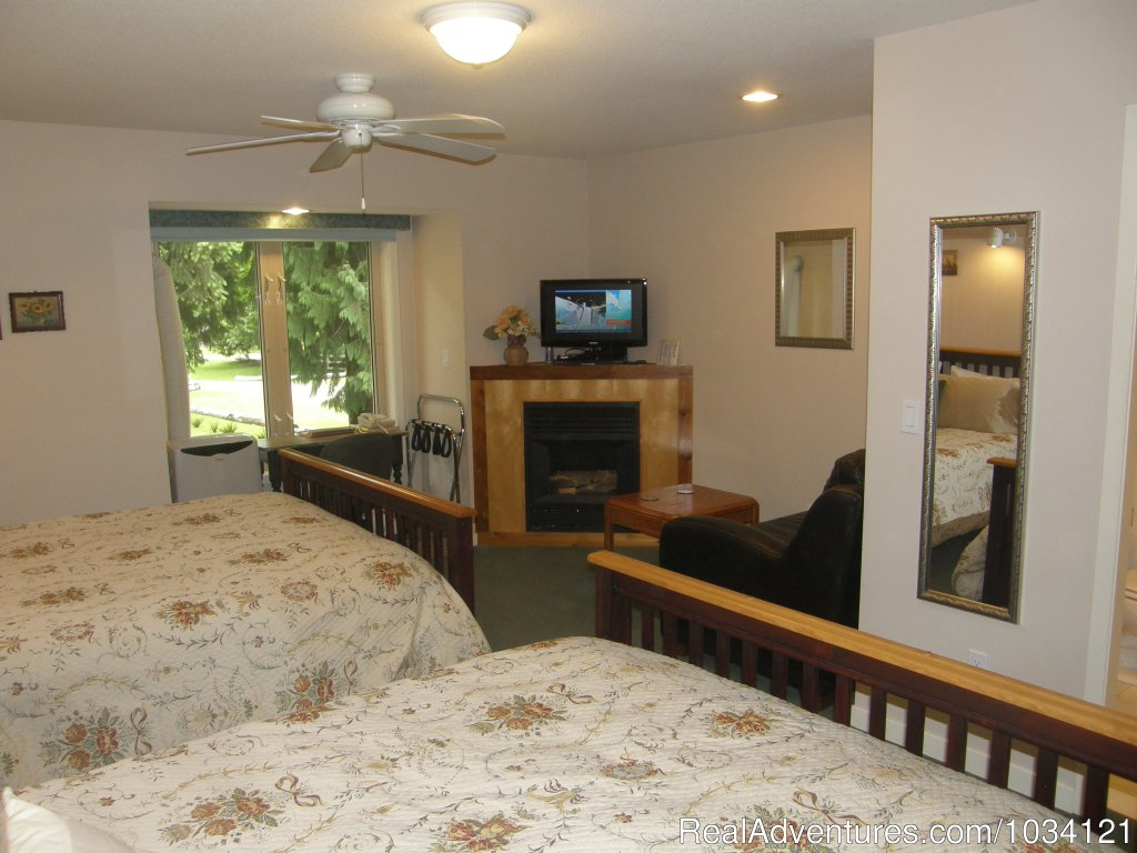 Guestroom 8 | Image #13/26 | Cedar Wood Lodge Bed & Breakfast Inn