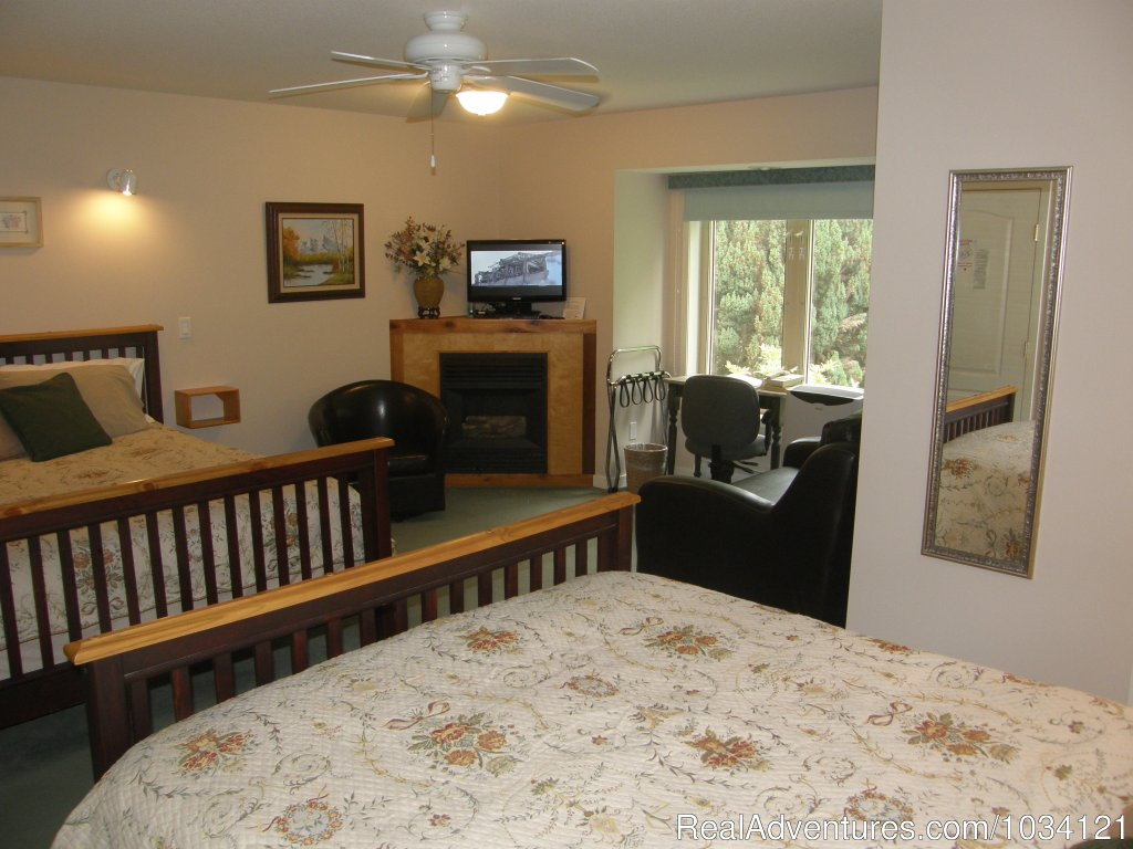 Guestroom 3 | Image #14/26 | Cedar Wood Lodge Bed & Breakfast Inn