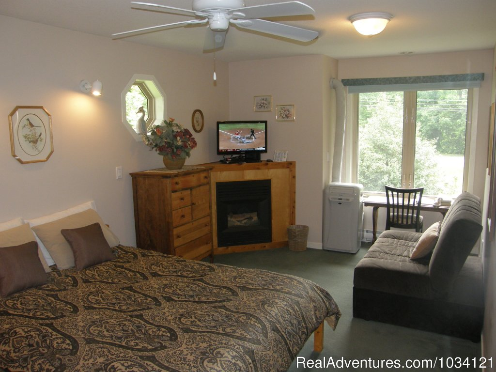 Guestroom 4 | Image #15/26 | Cedar Wood Lodge Bed & Breakfast Inn