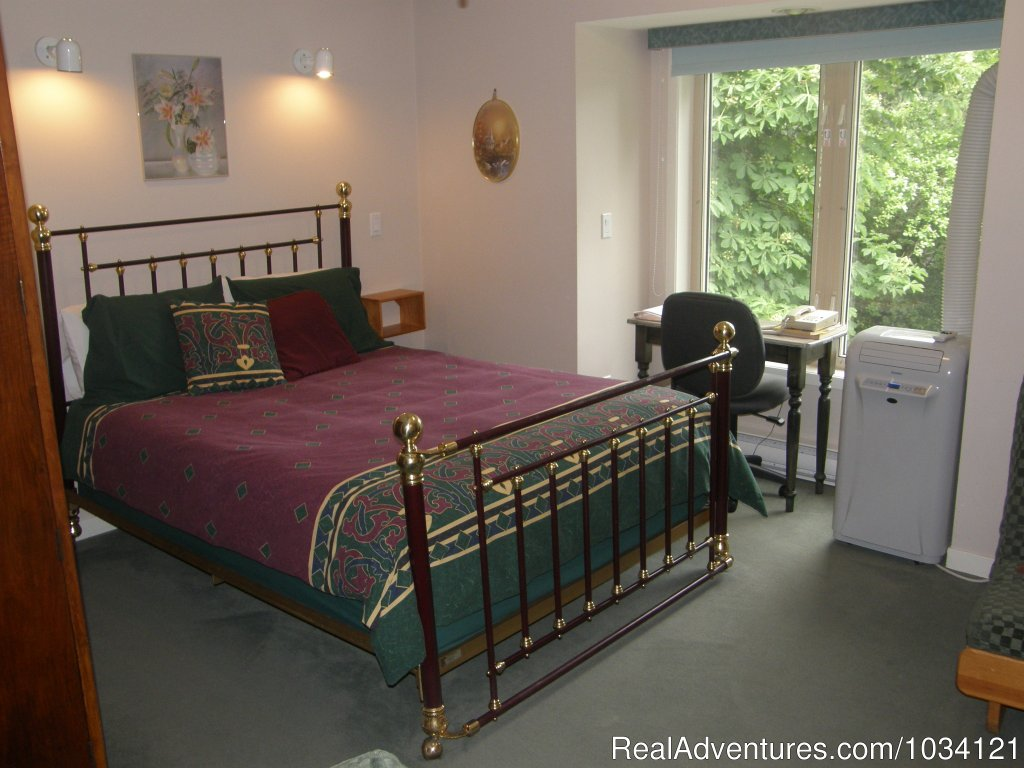 Guestroom 1 | Image #16/26 | Cedar Wood Lodge Bed & Breakfast Inn