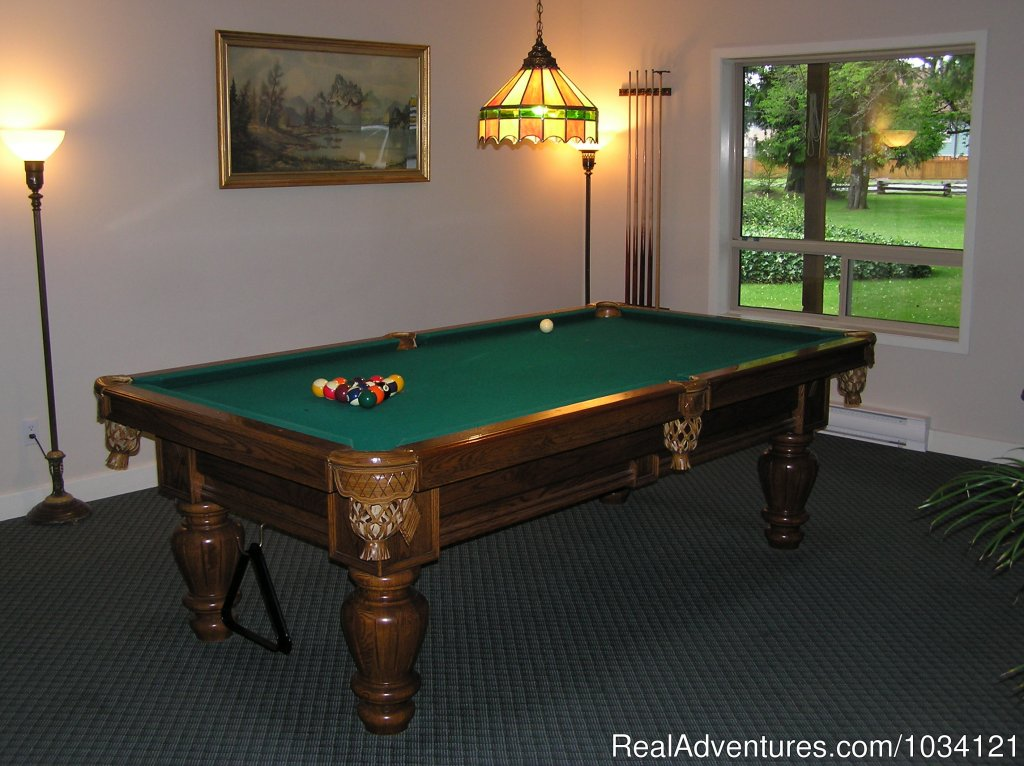 Custom built billiards table. | Image #10/26 | Cedar Wood Lodge Bed & Breakfast Inn