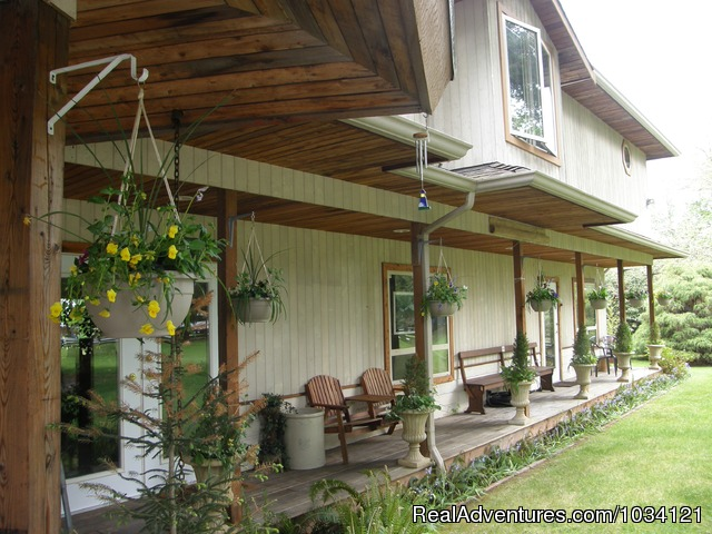 Covered decks for your enjoyment - Cedar Wood Lodge Bed & Breakfast Inn