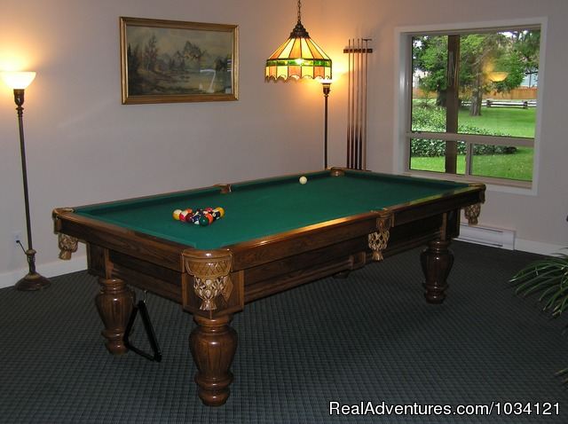 Custom built billiards table. - Cedar Wood Lodge Bed & Breakfast Inn