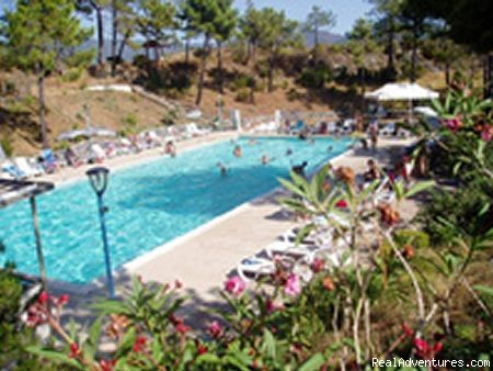 the swimming pool - a green oasis on the sea of Cinque Terre