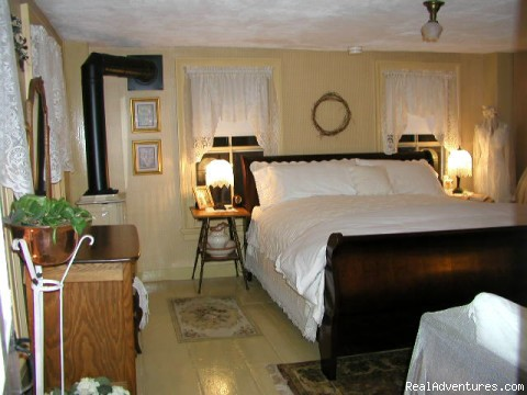 Matilda Clark Munson Room - White Rocks Inn Romantic Country Retreat