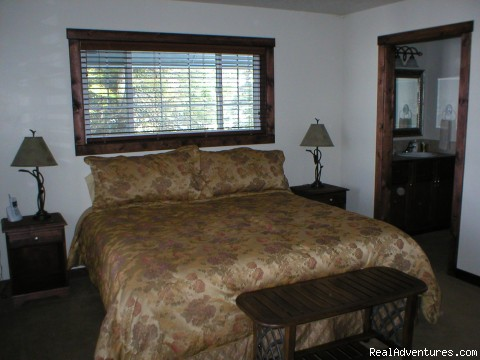 Harris Cove Lodge Master Bedroom - 4-Season Family Vacation Homes - LAKESIDE
