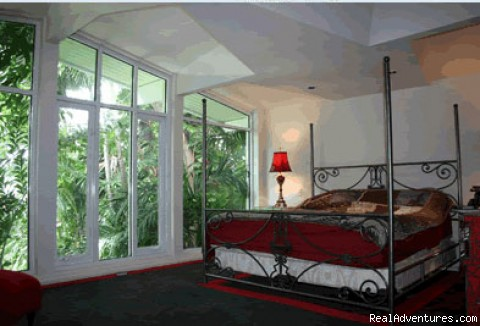 bedroom 1 - Las Olas Art Deco House