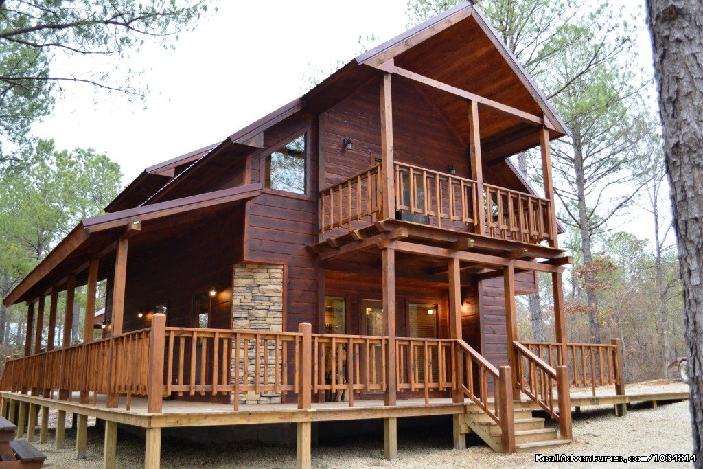 Luxury  Rental cabins close to Broken Bow Lake and Beavers Bend Resort Park.  Several Cabins to choose from.  Most with fireplaces, Jacuzzi's and Hot Tubs!!!