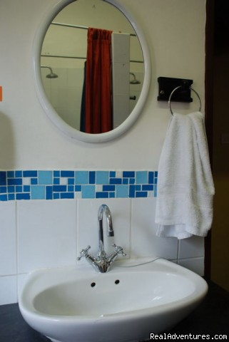 Gibela Backpackers - Communal Bathrooms - Gibela Backpackers Lodge - Durban