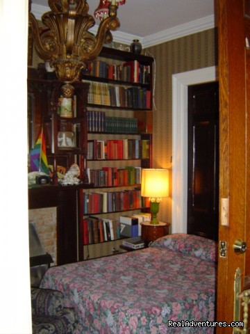 Our own in house Library - Albert Pimblett's Downtown Toronto Bed & Breakfast