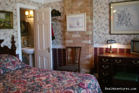 most rooms have private batrooms - Albert Pimblett's Downtown Toronto Bed & Breakfast