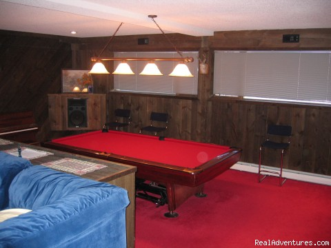 Pool table/big screen tv game room - Magnificent Ski House/Stowe Vermont