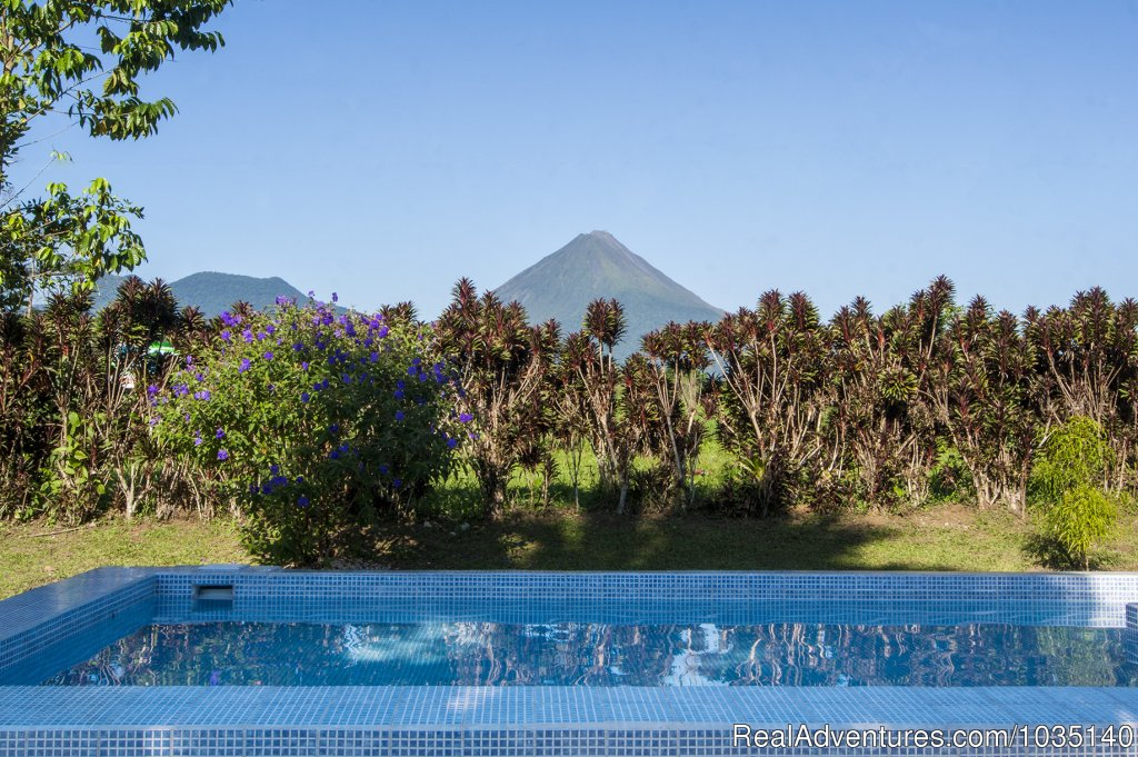 Vista desde piscina | Image #7/10 | The Best Overnights Close To An Active Volcano