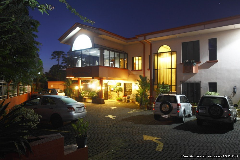 Adventure Inn front | Image #2/11 | 3.5 star value-priced hotel by airports & San Jose