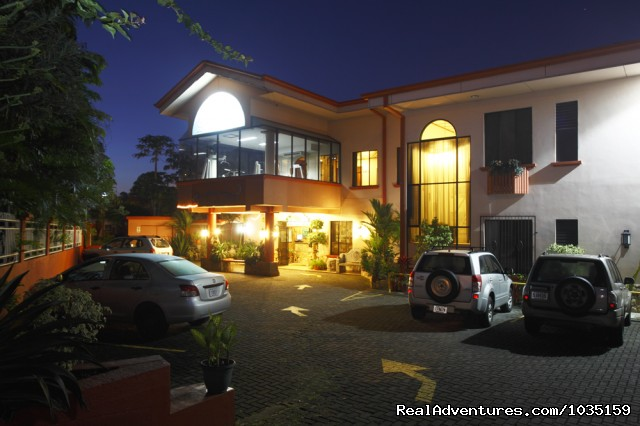 Adventure Inn front - 3.5 star value-priced hotel by airports & San Jose