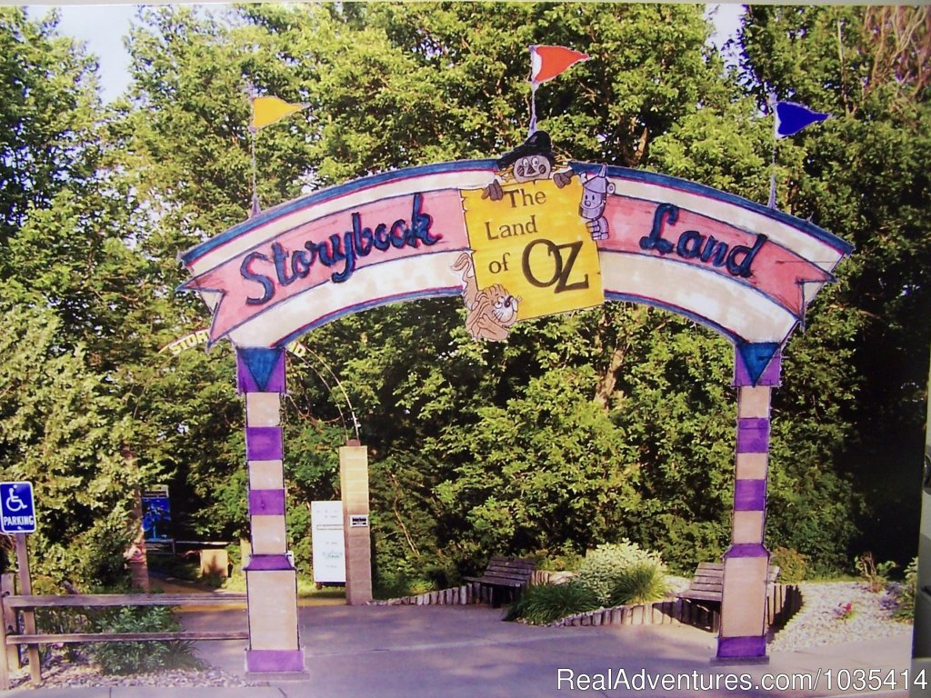 155 unit campground w/17 cabins, tents & RV sites.  Storybook Land and Land of Oz theme parks are located within park area.  Mini-golf, go-karts, train, carousel, balloon, & roller coaster rides, volleyball, basketball, softball, & zoo. No admission.
