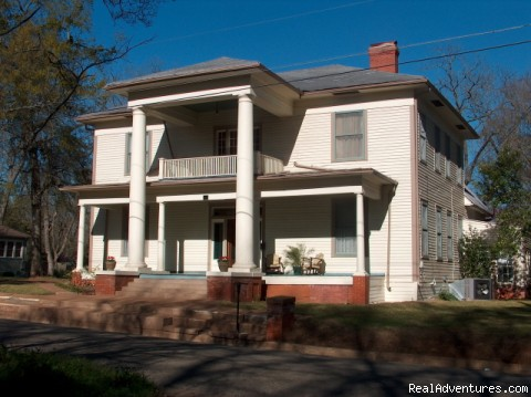 18-Room Historic Mansion in Palestine, Texas: Sherman-DuVall Vacation Home