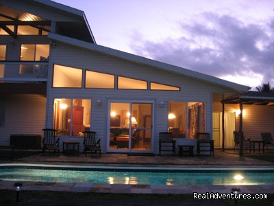 Glamorous evenings in paradise at Hale Mar - Hale Mar: Luxury Oceanfront Home w Pool & Hot Tub