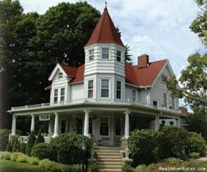 Romantic Getaways Year-Round at Elegant Inn Bed & Breakfasts Fennville, Michigan