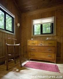 1 Cedar Cottage's Spacious bedroom - Nature, Comfort & Simplicity, Virginia Cottages
