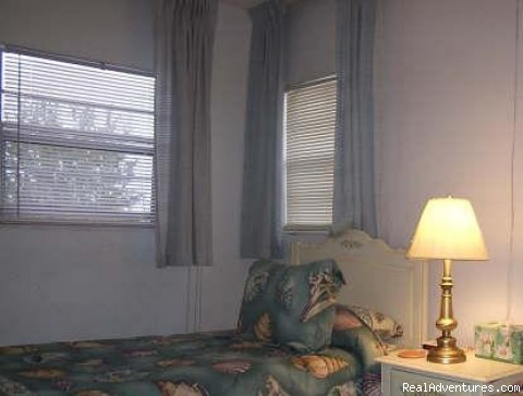 Twin Bedroom - Freeport Condo Beach Rental