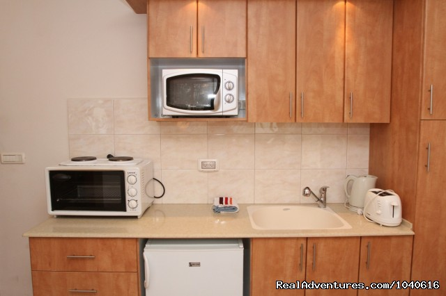 Clean and easy to use kitchen - Stylish Vacation Apartments in Jerusalem