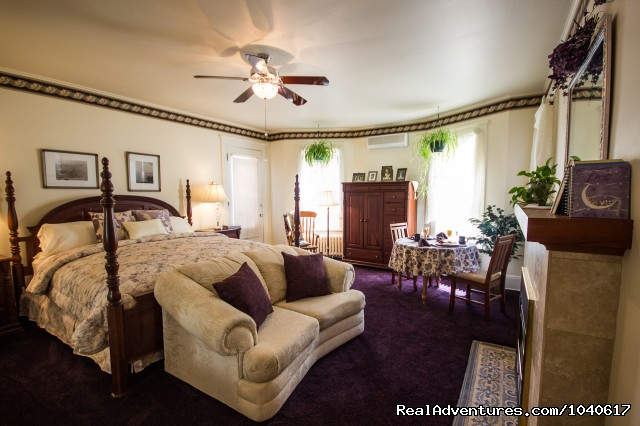 Elegant Brookside Suite - The Firelight Inn on Oregon Creek Bed & Breakfast