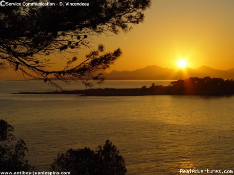 Sunset on the Mediterranean Sea - B&B Romantic Stay Near Saint Paul de Vence
