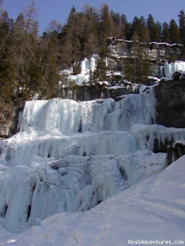 ICE-FALL VALLASINELA - Skiing In Italy