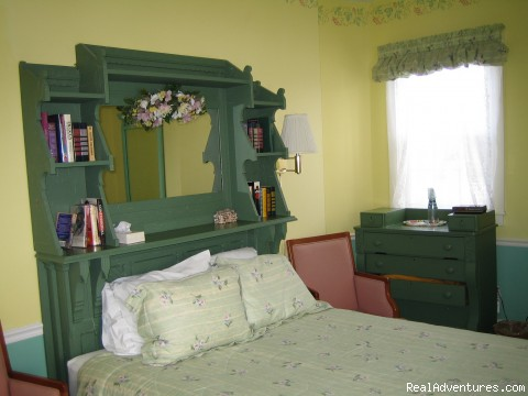 Bedroom - Historical B & B in the heart of Newport, RI