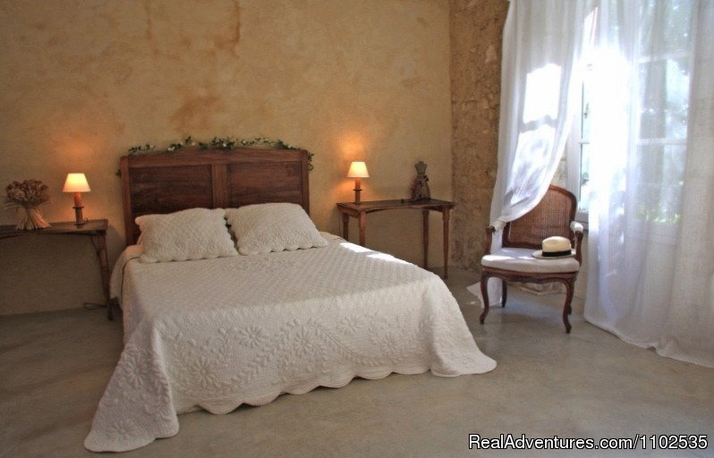 Bedroom Les Ocres | Image #7/22 | Charming Holidays Rental & Guest House