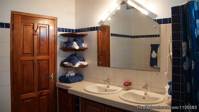 Bathroom 3 Bedroom House - Jemas Guesthouse and  apartments