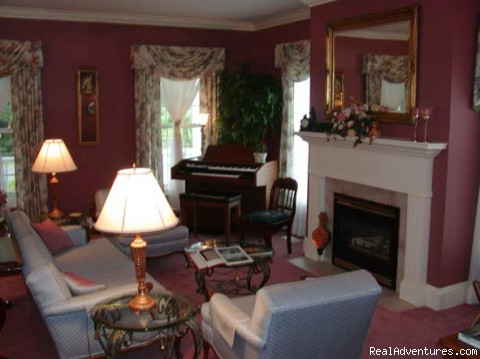 Guest Living Room - Niagara on the Lake Bed and Breakfast