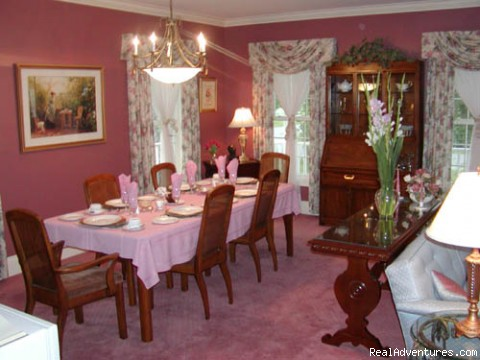 Guest Dining Room - Niagara on the Lake Bed and Breakfast