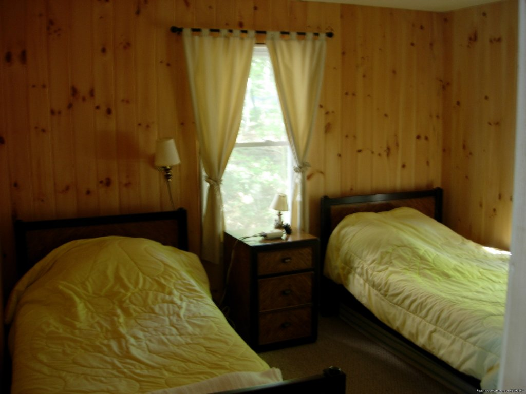 Second bedroom | Image #11/14 | Quiet Waterfront Thompson Lake, ME