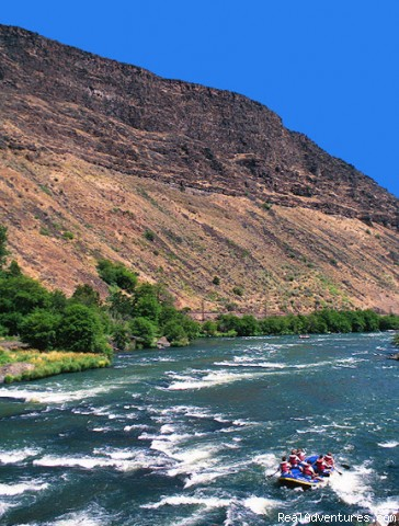 A sunny day on the Lower Deschutes - Oregon Rafting at its Best