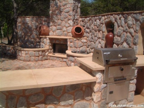 Fireplace/Barbeque Grill - The Avonne Log Cabin - The Great Escape!