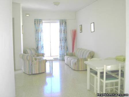 Shamrock Apartments - lounge and dining area - Holiday Accommodation in Malta