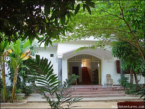 BOU SAVY Guest House(Bed and Breakfast): Front view