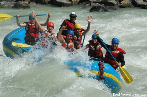 Whitewater Rafting on the Kicking Horse River: Rafting the rapids