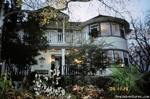 Kennedy House in summer - Victorian Luxury Downtown Nanaimo B&B