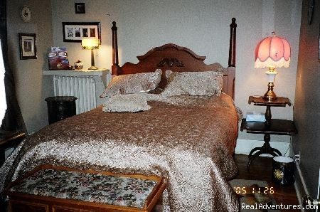 here's the queen bedroom - Victorian Luxury Downtown Nanaimo B&B